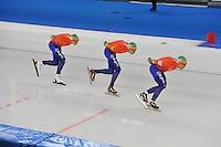 SCHAATSEN: BERLIJN: Sportforum, 07-12-2013, Essent ISU World Cup, Team Pursuit, Jan Blokhuijsen, Jorrit Bergsma, Douwe de Vries (NED), ©foto Martin de Jong