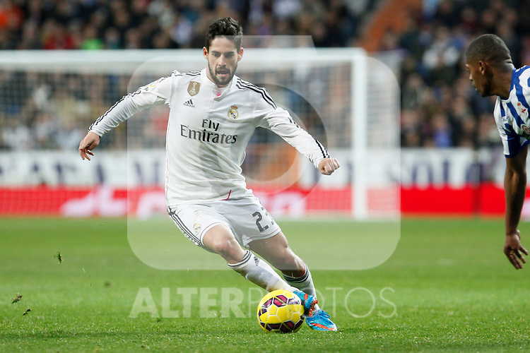 Real Madrid´s Isco (L) and Deportivo de la Coruna´s Cavaleiro during La Liga match at Santiago Bernabeu stadium in Madrid, Spain. February 14, 2015. (ALTERPHOTOS/Victor Blanco)
