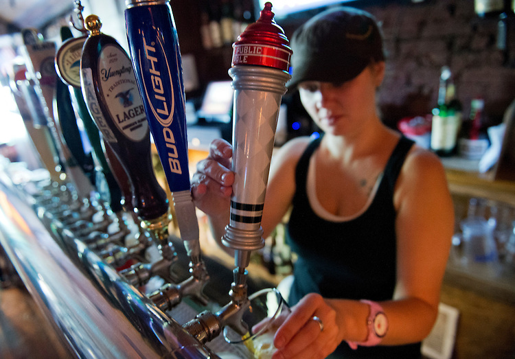 UNITED STATES - JUNE 14:  Larissa Hill pours a DC Brau Public Ale at Capitol Lounge on Pennsylvania Avenue, SE, on Capitol Hill.  (Photo By Tom Williams/CQ Roll Call)