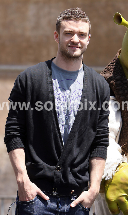 **ALL ROUND PICTURES FROM SOLARPIX.COM**.**SYNDICATION RIGHTS FOR UK, S.AFRICA, DUBAI, AUS**.The photocall for Shrek three with Antonio Banderas and Cameron Diaz and Justin Timberlake in Rome at the Castel Sant Angelo in Italy held on the 15_06_07..This pic:JUSTIN TIMBERLAKE.JOB REF:4083-PHZ    DATE: 15_06_07.**MUST CREDIT SOLARPIX.COM OR DOUBLE FEE WILL BE CHARGED* *UNDER NO CIRCUMSTANCES IS THIS IMAGE TO BE REPRODUCED FOR ANY ONLINE EDITION WITHOUT PRIOR PERMISSION*