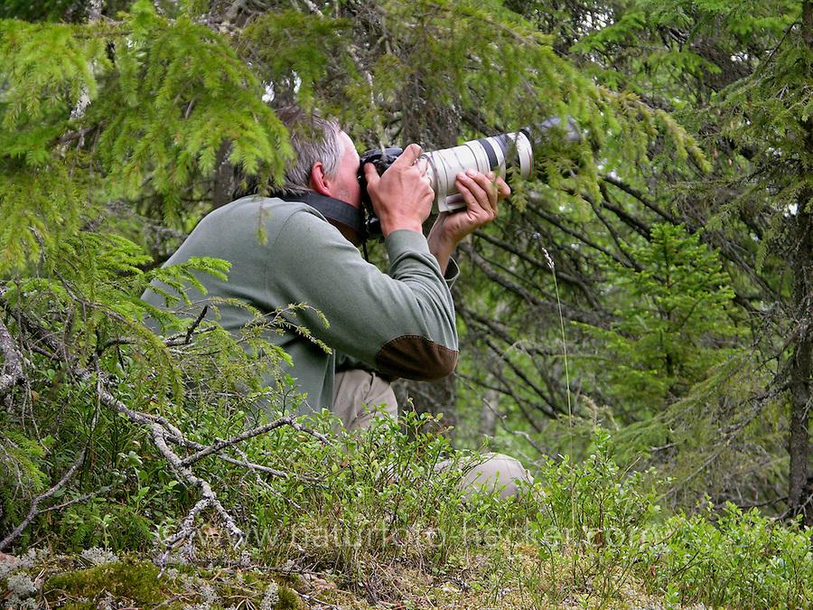 Naturfotograf, Natur-Fotograf, Fotograf bei der Arbeit, Pirschen mit Teleobjektiv in Skandinavien, fotografieren, Autor, Autorenfoto