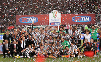 Calcio, finale Tim Cup: Juventus vs Lazio. Roma, stadio Olimpico, 20 maggio 2015.<br /> Juventus' players pose with the trophy at the end of the Italian Cup final football match between Juventus and Lazio at Rome's Olympic stadium, 20 May 2015. Juventus won 2-1 after extra time.<br /> UPDATE IMAGES PRESS/Isabella Bonotto