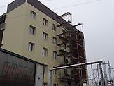 """Prestigeprojekt in einem Randbezirk von Debalzewe. Kaum eine andere Stadt im Donbass hat so sehr unter den Kriegshandlungen gelitten wie Debalzewe. Heute versuchen die Separatisten der """"Donezker Volksrepublik"""", Debalzewe als Musterstadt wieder aufzubauen."""