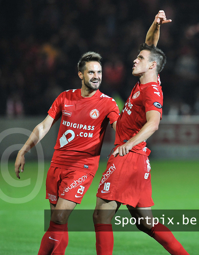 KV Kortrijk - Waasland Beveren : vreugde bij Ivan Santini (rechts) na de 1-0 . hij viert dit met ploegmaat Romain Reynaud (links)<br /> foto VDB / Bart Vandenbroucke