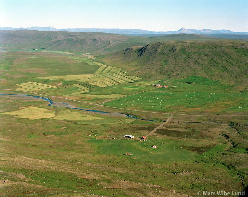 Iðunnarstaðir fremst seð til norðurs: Brenna, Lundarreykjadalshreppur /  Idunnarstadir viewing north towards Brenna and Tungufell in background at the end of the nearest mountain reaching from right to left, Lundarreykjadalshreppur.