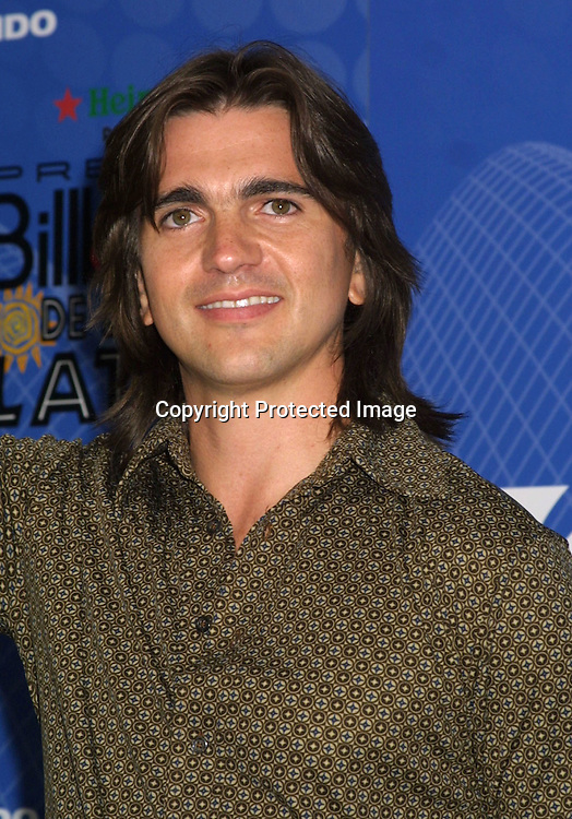 ©2003 AURA BLANDINO/HUTCHINS PHOTO.2003 LATIN BILLBOARD AWARDS (PRESS ROOM).MIAMI, FLORIDA  MAY 8, 2003.JUANES