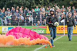 08.09.2018, pk-Sportpark, Cloppenburg, GER, FSP, SV Meppen vs Werder Bremen <br /> <br /> DFL REGULATIONS PROHIBIT ANY USE OF PHOTOGRAPHS AS IMAGE SEQUENCES AND/OR QUASI-VIDEO.<br /> <br /> im Bild / picture shows<br /> Spielball wird von Gleitschirmfliegern gebracht, <br /> <br /> Foto &copy; nordphoto / Ewert
