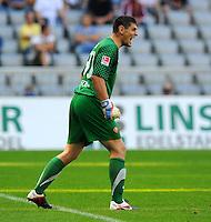 2. Oktober 2011: Muenchen, Allianz Arena: Fussball 2. Bundesliga, 10. Spieltag: TSV 1860 Muenchen - SG Dynamo Dresden: Dresdens Torwart Wolfgang Hesl gibt lautstark Anweisungen.