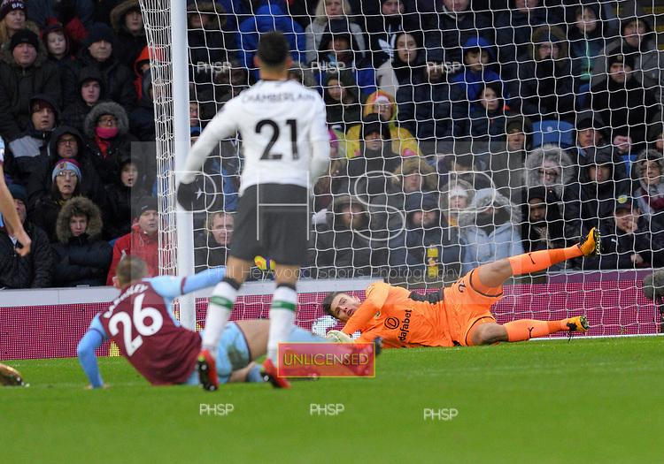 01/01/2018 Premier League Burnley v Liverpool<br /> <br /> Nick Pope saves Alex Oxlade-Chamberlain's shot