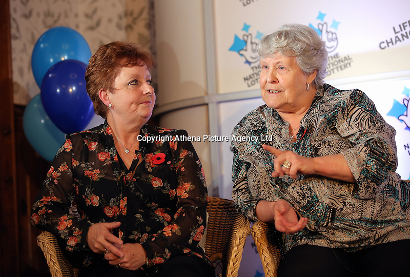 Pictured L-R: Jule Saunders and Jean Cairns. Wednesday 08 November 2017<br />