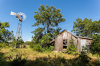 Abandoned Farmhouse & Windmill in Clairette, TX