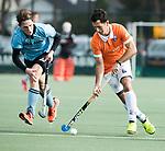 WASSENAAR - Hoofdklasse hockey heren, HGC-Bloemendaal (0-5).  Jamie Dwyer (Bldaal) met links Pelle Vos (HGC).    COPYRIGHT KOEN SUYK