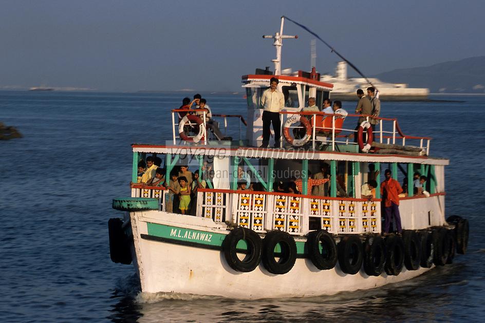 """Asie/Inde/Bombay : Le port - Ferry et bateaux de promenade pour """"Elephant Island"""""""