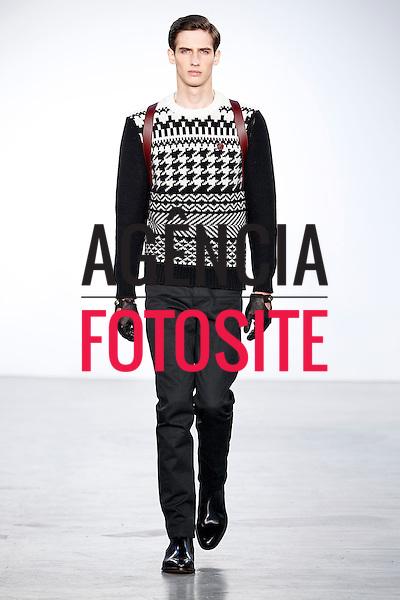 Londres, Inglaterra &ndash; 08/01/2014 - Desfile de Kent Kurwen durante a Semana de moda masculina de Londres - Inverno 2014. <br /> Foto: FOTOSITE