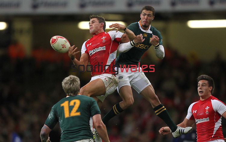 Lee Byrne and Bjorn Basson compete for the high ball..Invesco Perpetual '10 Series.Wales v South Africa.13.11.10.Photo Credit: Steve Pope-Sportingwales
