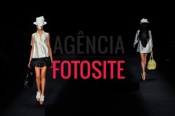 São Paulo, Brasil – 11/06/2010 - Desfile de FH por Fause Haten durante o São Paulo Fashion Week  -  Verao 2011. Foto: Cris von Almen / Ag. Fotosite