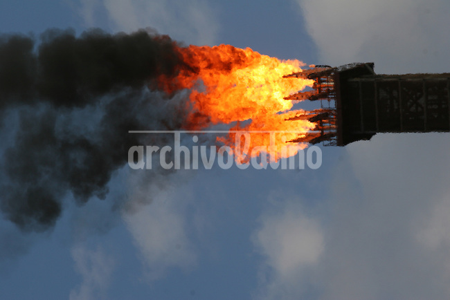 Natural gas burns from the Petrobras' P-43 Platform ship in the Campos Basin, of the Atlantic Ocean, off the coast of Rio de Janeiro, June 1, 2006. The platform has a capacity of producing 150,000 barrels of oil per day and has even surpassed the limit when it produced 188,836 barrels in Feb. 2006.
