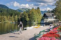 Austria, Tyrol, Reith near Kitzbuhel: idyllic Schwarzsee (Black Lake) on the outskirts of Kitzbuhel | Oesterreich, Tirol, Reith bei Kitzbuehel: Schwarzsee, idyllisch gelegener Badesee, 8 ha gross und bis zu 8 m tief, einer der waermsten Seen der Alpen