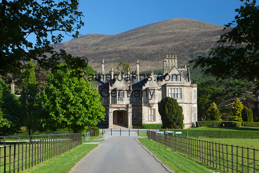Ireland, County Kerry, near Killarney, Killarney National Park, Muckross House, 19th century Neo-Elizabethan stately home | Irland, County Kerry, bei Killarney, Killarney National Park, Muckross House