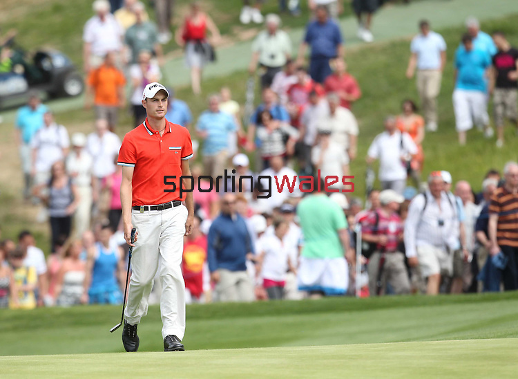 Rhys Davies strides up the 17th fairway on his way to a course record 62 in the final round of the Celtic Manor Wales Open..06.06.10.Photo Credit: Steve Pope-Sportingwales