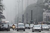 SAO PAULO, 25 DE JUNHO DE 2012 - NEBLINA SP - Manha de neblina na Avenida Paulista, regiao central da capital. FOTO: ALEXANDRE MOREIRA - BRAZIL PHOTO PRESS