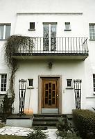 Josef Maria Olbrich: Habich House, Darmstadt. Door and entrance. Photo '87.