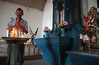 Vaqueiro reza na capela da fazenda Arari.<br /> Cachoeira do Arari, Pará, Brasil.<br /> 08/05/2006<br /> Foto Paulo Santos/Interfoto