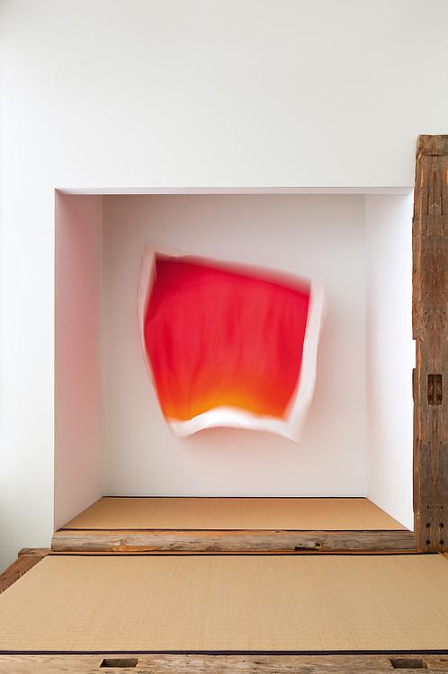 Hiroshi Sugimoto<br /> Carr&eacute; Herm&egrave;s &Eacute;diteur, Couleurs de l&rsquo;ombre 128 1/7<br /> -----<br /> Hiroshi Sugimoto<br /> Carr&eacute; Herm&egrave;s &Eacute;diteur (Herm&egrave;s &Eacute;diteur square scarf), Colours of shadow 128 1/7