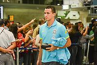 RIO DE JANEIRO, RJ, 16 JULHO 2012 - EMBARQUE SELECAO BRASILEIRA OLIMPICA - Leandro Damiao da Selecao Brasileira Olimpica de Futebol, durante embarque para Londres, onde disputara as olimpiadas, no Galeao, Aeroporto Internacional do Rio de Janeiro, na Ilha do Governador no Rio de Janeiro, nesta segunda-feira, 16. (FOTO: MARCELO FONSECA / BRAZIL PHOTO PRESS).