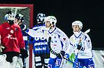 Uppsala 2014-11-15 Bandy Elitserien IK Sirius - IFK V&auml;nersborg :  <br /> V&auml;nersborgs Joakim Hedqvist firar sitt 2-4 m&aring;l med lagkamrater under matchen mellan IK Sirius och IFK V&auml;nersborg <br /> (Foto: Kenta J&ouml;nsson) Nyckelord:  Bandy Elitserien Uppsala Studenternas IP IK Sirius IKS IFK V&auml;nersborg jubel gl&auml;dje lycka glad happy