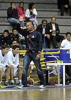 BOGOTA - COLOMBIA: 23-02-2015: Cesar Cassiani entrenador de Guerreros de Bogota, da instrucciones a los jugadores durante partido entre Guerreros de Bogota y Llaneros de Villavicencio por la fecha 1 de la Liga Directv Profesional de Baloncesto I 2015 en partido jugado en el Coliseo El Salitre de la ciudad de Bogota./ Cesar Cassiani coach of Guerreros of Bogota, gives instructions to the  players of Guerreros, during a match between Guerreros of Bogota and Llaneros of Villavicencio, for the date 1 of La Liga Directv Profesional de Baloncesto I 2015, game at the El Salitre Coliseum in Bogota City. Photo: VizzorImage / Luis Ramirez / Staff.