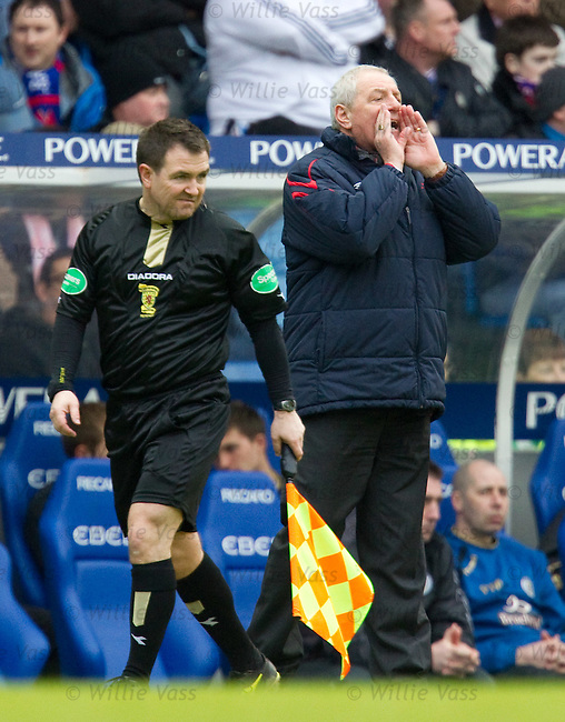 Walter Smith instructs his players