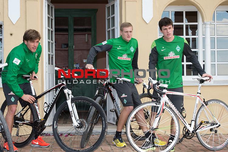 Trainingsgel&auml;nde, Jerez, ESP, 1.FBL, Trainingslager Werder Bremen 2014,  09.01.2014, <br /> <br /> Sondertraining Reha mit dem Rad durch Jerez <br /> <br /> Clemens Fritz (Bremen #8), Felix Kroos (Bremen #18)<br /> Zlatko Junuzovic (Bremen #16)<br /> <br /> Foto &copy; nordphoto/ Kokenge