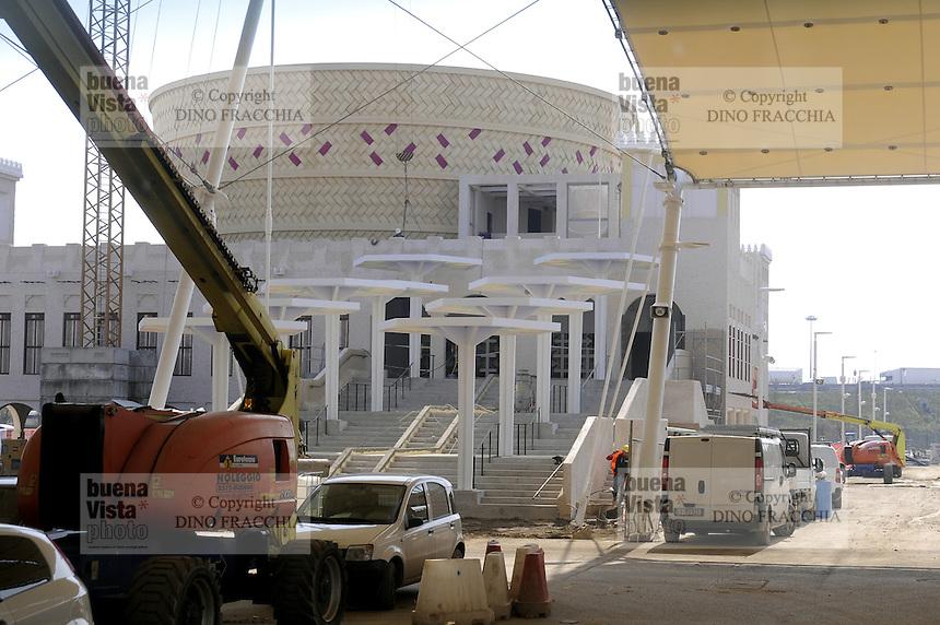 - Milano, cantiere per  l'Esposizione Mondiale Expo 2015; padiglione del Qatar <br /> <br /> - Milan, construction site for the World Exhibition Expo 2015;  pavilion of Qatar