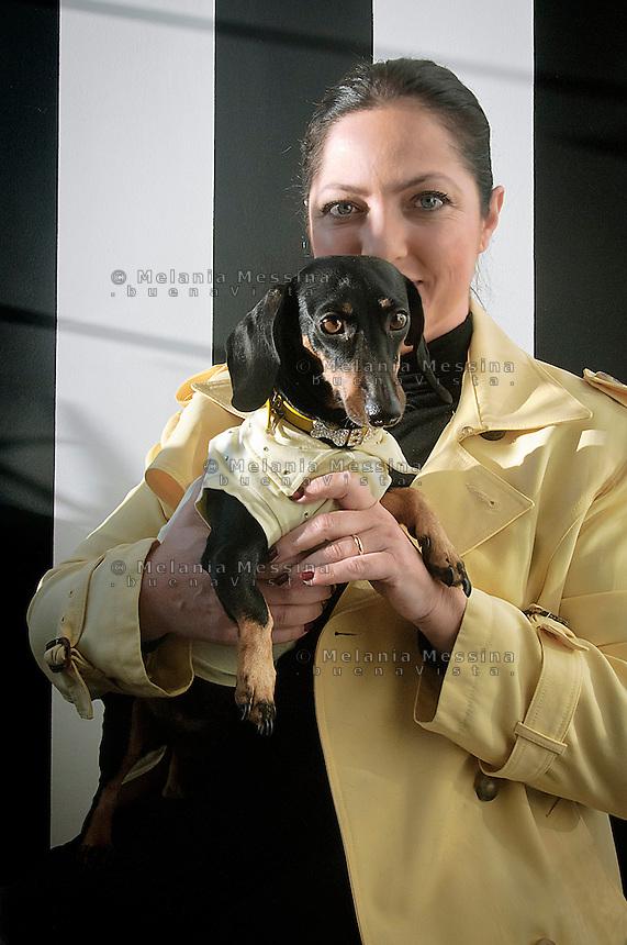 Stefania Petyx con il suo bassotto Carolina.<br /> Stefania Petyx with her dog Carolina