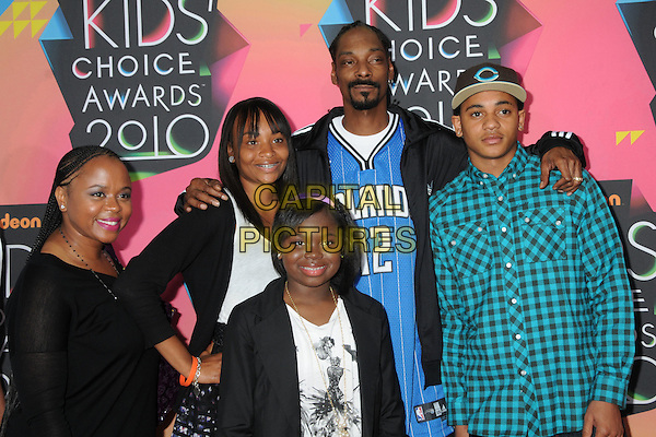 SNOOP DOGG (Cordozar Calvin Broadus) & FAMILY.The 23rd Annual Nickelodeon Kids' Choice Awards 2010 held at Pauley Pavilion in Westwood, California, USA..March 27th 2010 .arrivals half length kids children wife married husband blue sports top black jacket blue check hat .CAP/ADM/BP.©Byron Purvis/AdMedia/Capital Pictures.