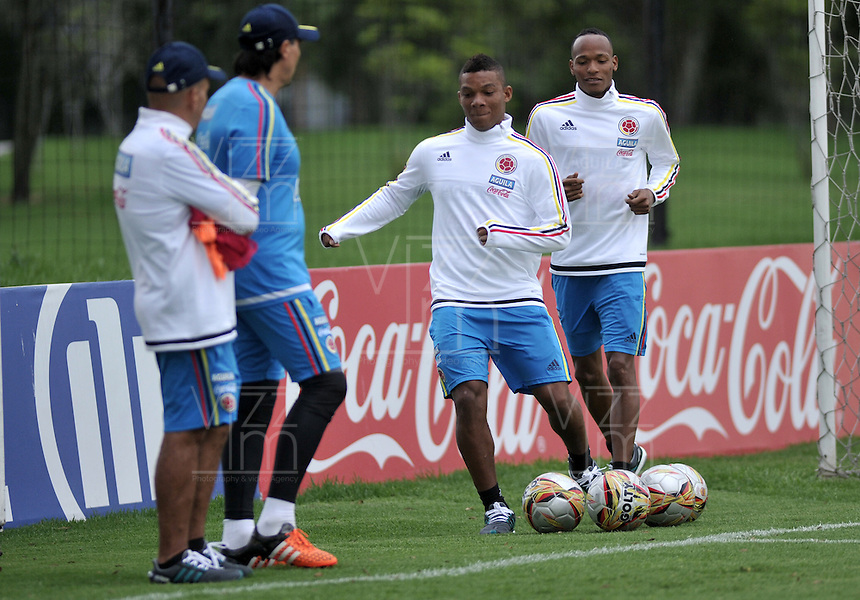 BOGOTA - COLOMBIA  - 21 - 03 - 2016: Frank Fabra y Luis Quiñonez, jugadores de la Selección Colombia durante entrenamiento en La sede de La Federacion Colombiana de Futbol en Bogota. Colombia prepara para el próximo partido partido contra Bolivia para la calificificacion a la Copa Mundo FIFA 2018 Rusia. / Frank Fabra y Luis Quiñonez, players of the Colombia team, during training at the Headquarters of the Colombian Football Federation in Bogota. Colombia prepares for the upcoming game match against Bolivia for calificificacion to FIFA World Cup 2018 Russia. (Photo: VizzorImage / Luis Ramirez / Staff.)