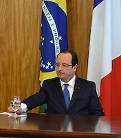 BRASÍLIA, DF, 12.12.2013 – VISITA DE ESTADO DO PRESIDENTE FRANCÊS FRANÇOIS HOLLANDE – ASSINATURA DE CONTRATO DE COOPERAÇÃO - O presidente da França François Hollande durante cerimônia de assinatura de contrato de cooperação entre Brasil e França, nesta quinta-feira, 12, no Palácio do Planalto em Brasília. (Foto: Ricardo Botelho / Brazil Photo Press).