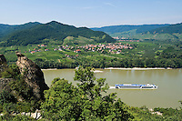 Austria, Lower Austria, UNESCO World Heritage Wachau, view from ruin Duernstein across river Danube towards wine village Rossatz