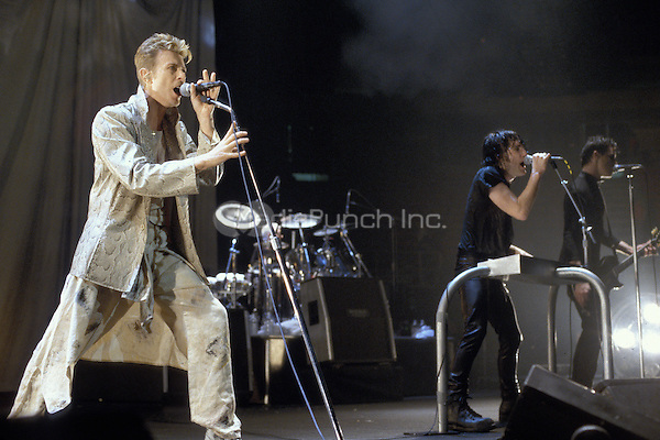 David Bowie Performs With Nine Inch Nails Mediapunch