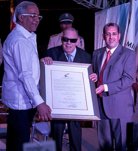 González Alvarado Pereira, mejor conocido como El Ciego de Nagua o Bartolo Alvarado, al recibir un reconocimiento del Ministerio de Cultura.