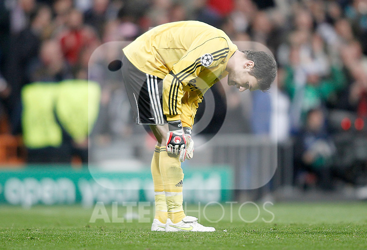 Olympique de Lyon's Hugo Lloris dejected during Champions League match. March 16, 2011. (ALTERPHOTOS/Alvaro Hernandez)