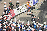 11 AUG 2007 - NOTTINGHAM, UK - Competitors tag after the first leg of the afternoons swim - British Club Relay Triathlon Championships. (PHOTO (C) NIGEL FARROW)