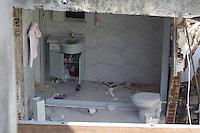 SÃO PAULO, SP, 19.08.2015 - EXPLOSÃO-SP - Escombros de uma casa onde na manhã desta quarta-feira, 19, ocorreu uma explosão de botijão de gas na rua Coronel Carvalho de melo, zona leste. (Foto: Renato Mendes / Brazil Photo Press)