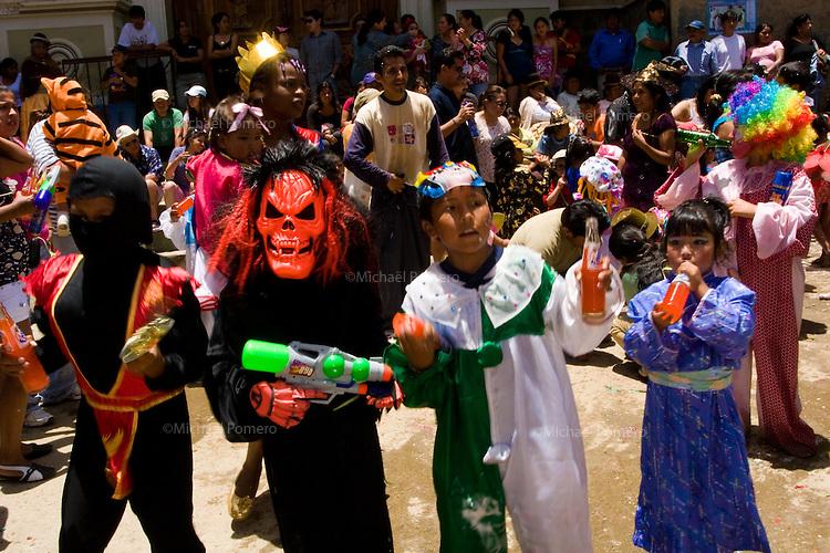 14.02.2010  Coroico(Bolivia)<br /> <br /> Children parade.<br /> <br /> D&eacute;fil&eacute; pour enfants.