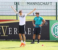 Bundestrainer Joachim Loew (Deutschland Germany) beobachtet Julian Draxler (Deutschland, Germany) - 01.06.2018: Training der Deutschen Nationalmannschaft zur WM-Vorbereitung in der Sportzone Rungg in Eppan/Südtirol