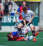 AMSTELVEEN - Jan-Willem Buissant (Adam) met Bas Appels (SCHC)     tijdens  de hoofdklasse competitiewedstrijd hockey heren,  Amsterdam-SCHC (3-1). COPYRIGHT KOEN SUYK