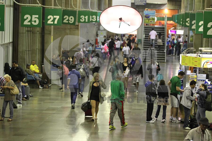 SAO PAULO, SP, 08-02-2013, MOVIMENTACAO TERMINAL TIETE. E esperado um grande numero de passageiros no Terminal Rodoviario do Tiete nessa Sexta-feira (8) na saida do paulistano para o feriado de Carnaval. Luiz Guarnieri/ Brazil Photo Press.