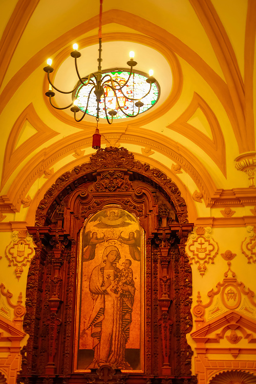 Contrasting decorative styles are present in the interior decor of the Real Alcazar in Sevilla.