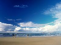 Spanien, Kanarische Inseln, Lanzarote, Famara: Playa de Famara | Spain, Canary Island, Lanzarote, Famara: Playa de Famara